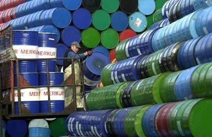 Ölfässer in Hamburg: Die ersten Firmen stehen kurz vor der Insolvenz