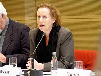 """Kulturstaatsministerin Christina Weiss bei der Vorstellung der Datenbank in Berlin: """"Die Opfer erhalten etwas Würde zurück"""""""