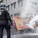 Polizei setzt Wasserwerfer ein – erst bei Gegendemonstranten, dann bei Corona-Leugnern