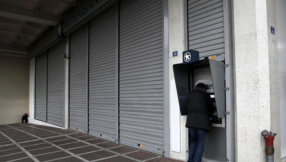Geldautomat in Athen: Jeden Tag heben die Griechen mehrere hundert Millionen Euro ab