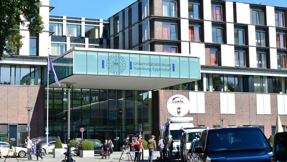 Eingang des Universitätsklinikums Hamburg-Eppendorf