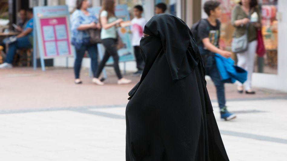 Muslimin mit Nikab (Symbolbild)