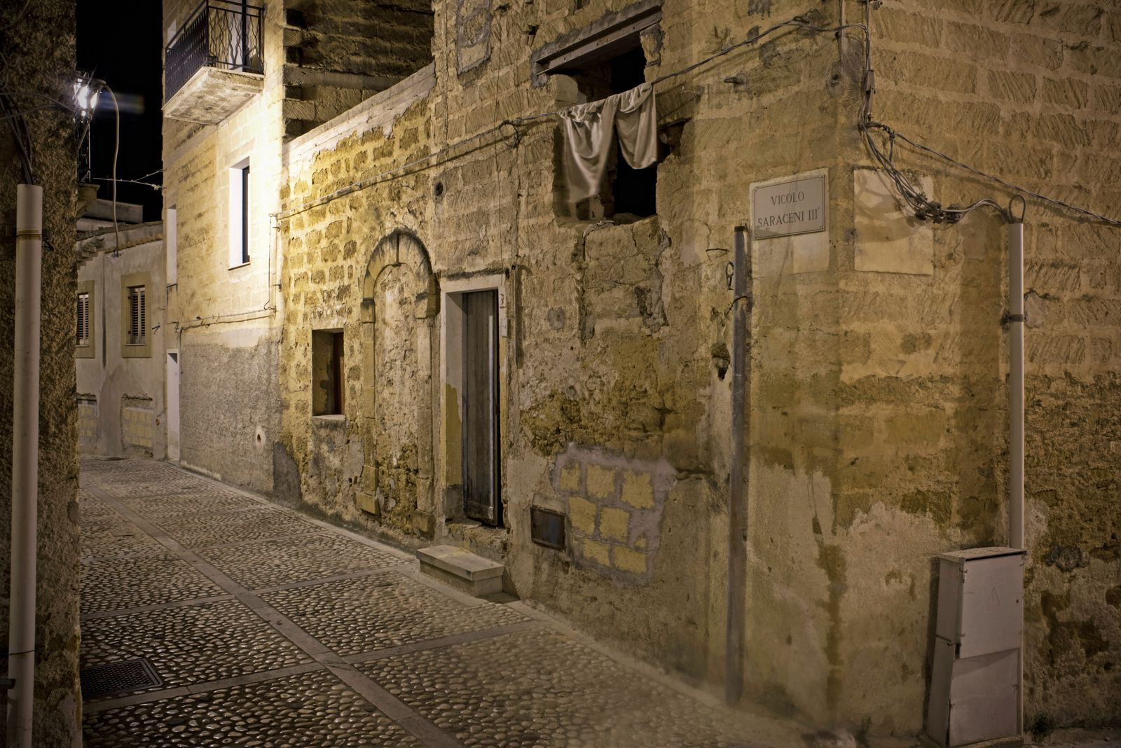 ITALY - SICILY, WHERE TO BUY A HOUSE FOR 1? ¨ The alleys of the Saracen part of the old town of Sambuca di Sicilia, July