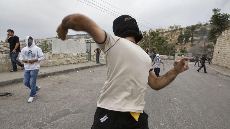 Steine werfende Palästinenser in Jerusalem: Randale in Silwan