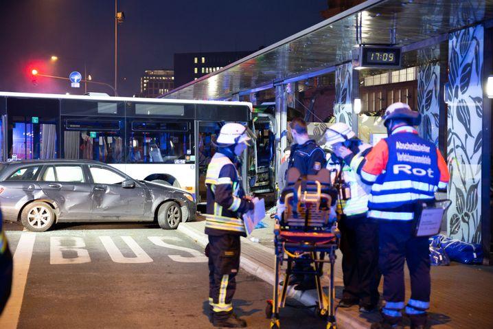 Rettungskräfte im Einsatz: Viele Verletzte