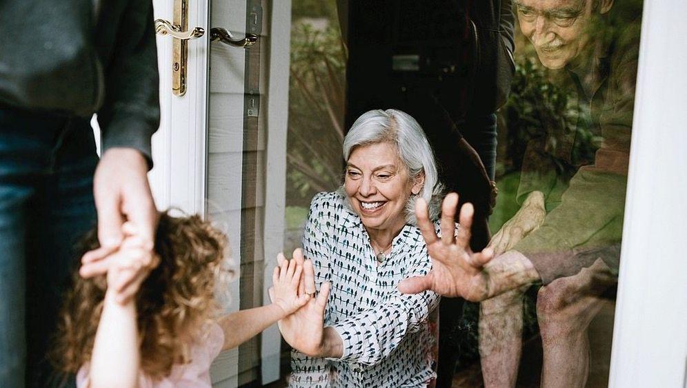 »Einsamkeit in Altenheimen gibt es nicht erst seitCorona«, sagt Psychotherapeut Schneider (Symbolbild)