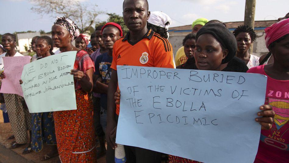 Protest gegen Umgang mit Ebola-Ausbruch in Liberia: Jetzt hilft die Weltbank