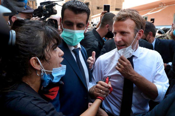 Macron beim Besuch des zerstörten Beiruter Viertels Gemmayze