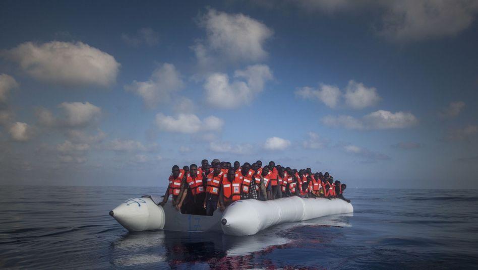 Flüchtlinge auf dem Mittelmeer bei Libyen (Archiv)