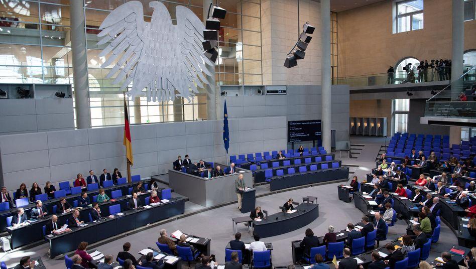 Abwesenheit im Plenum sorgt immer wieder für Diskussionen: Die AfD war in der Vergangenheit scharfer Kritiker von leeren Rängen im Bundestag.