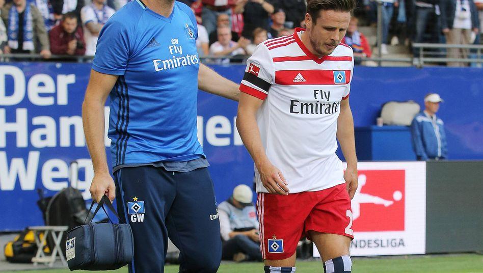 HSV-Arzt Goetz Welsch (l.) und Nicolai Mueller