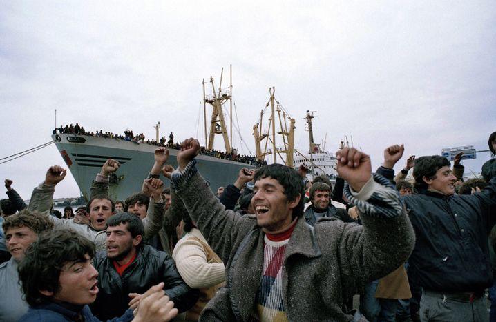 Albanische Flüchtlinge in Brindisi am 10. März 1991: Hoffnung auf ein menschenwürdiges Leben