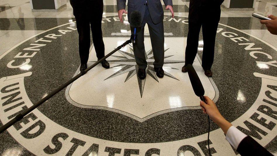 """US-Präsident Bush, CIA-Chefs Kappas, Hayden (2008): """"Leben gerettet"""""""
