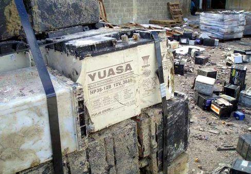 Blei-Quelle: Batterien in Bajos de Haina, die eigentlich wiederverwertet werden sollten