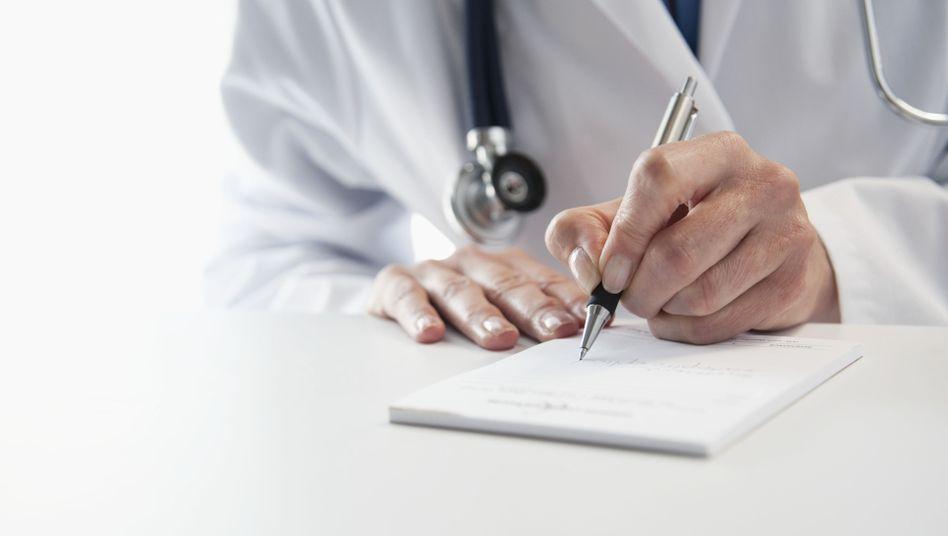 Mediziner (Symbolbild): Kassenärzte machen sich nicht wegen Bestechlichkeit strafbar