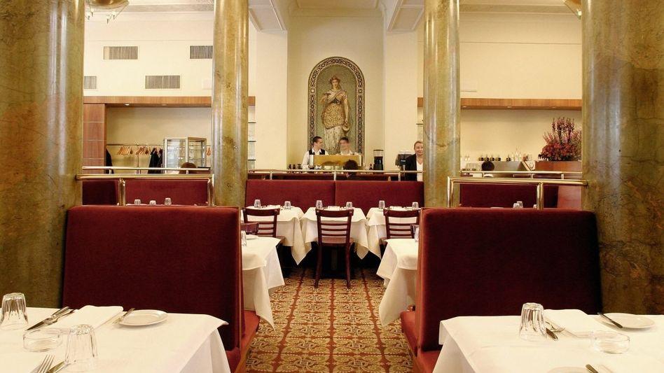 Restaurant Borchardt: Fliesen, die noch nicht ausgetreten sind