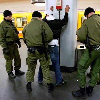 Polizeiliche Drogenkontrolle in Berlin: Angstfrei dank Schmerzmittel